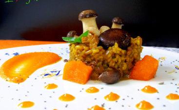 Cremoso de arroz integral con carne vegetal y bosque de setas con calabaza